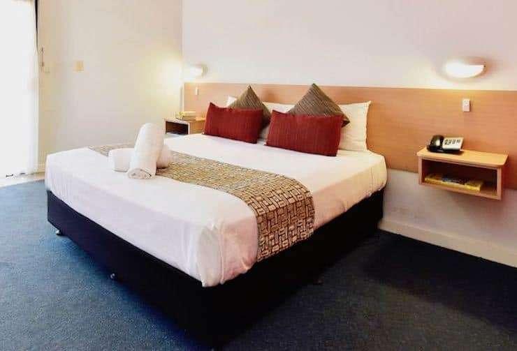 Standard Queen 1 - Diplomat Motel