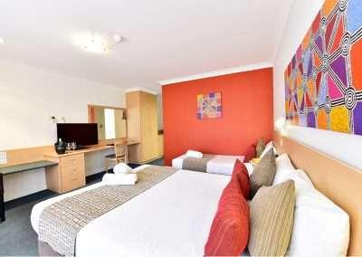 Standard Twin Room 2 1 400x284 - Standard Twin