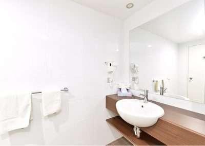 Sup Twin Bathroom 400x284 - Superior Twin